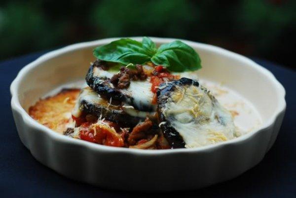 Рецепт                  Баклажаны, запеченные с фаршем, помидорами и сыром