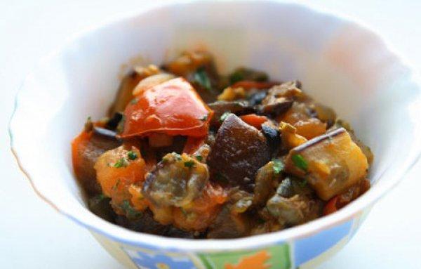 Рецепт                  Тушеные баклажаны с помидорами