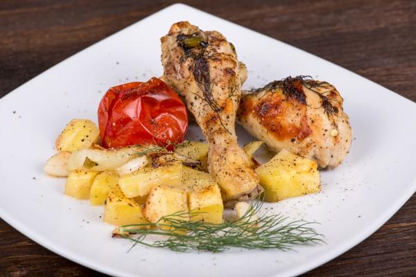 Рецепт                  Запеченные куриные ножки с картофелем в рукаве