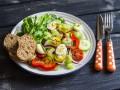 Весенний салат из овощей и перепелиных яиц