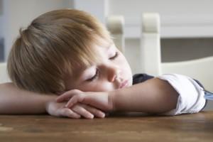 От избыточной сонливости днем ухудшается функционирование всего детского организма