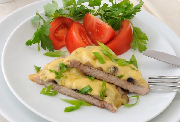 Рецепт                  Мясо по-французски с грибами
