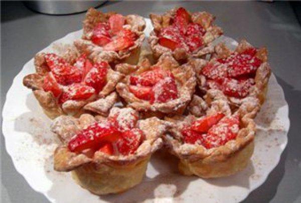 Рецепт                  Корзинки с клубникой и сливочным желе