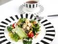 Салат из курицы с маслинами и кукурузой