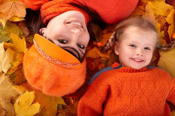 Счастливыми детей делает общение с мамой и папой