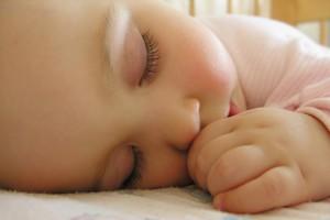 Учти, что ребенок спит не больше 8-9 часов подряд