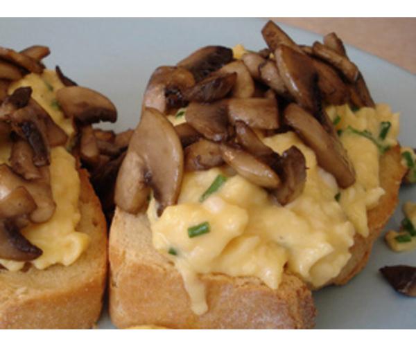 Рецепт                  Тосты с яичницей и грибами