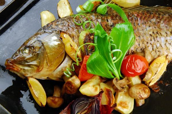 Рецепт                  Пасхальные рецепты: Запеченный карп с овощами