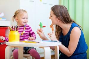Когда будешь рассказывать сказку, будь аккуратна с реакцией ребенка, чтобы не напугать его