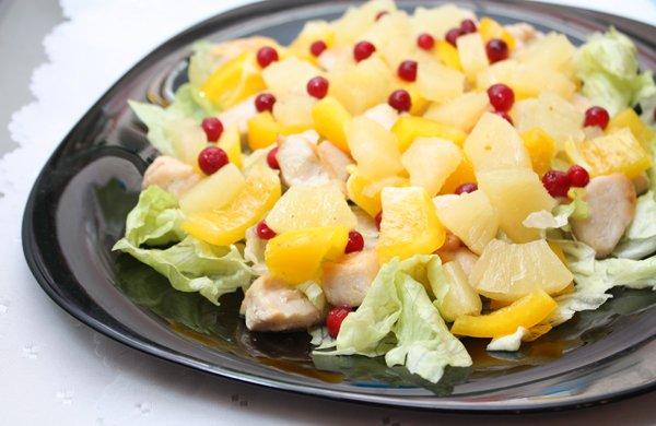Рецепт                  Салат из курицы с ананасами и брусникой