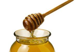 Для использования в различных кулинарных блюдах и напитках лучше всего подходит жидкий мед