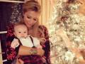 Пэрис Хилтон опубликовала рождественское фото со своей племянницей