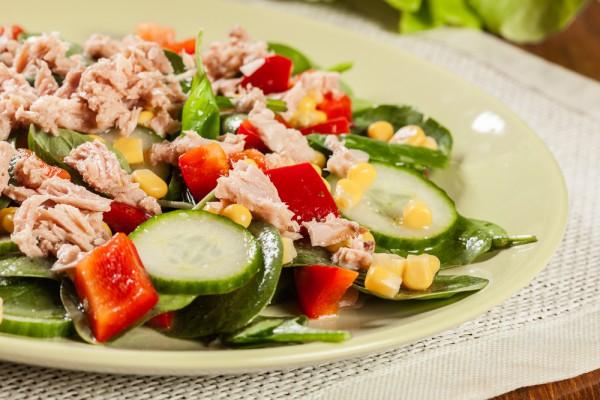 Готовимся к праздникам: рецепт салата с тунцом