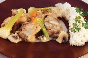 Рагу из телятины с грибами под белым соусом