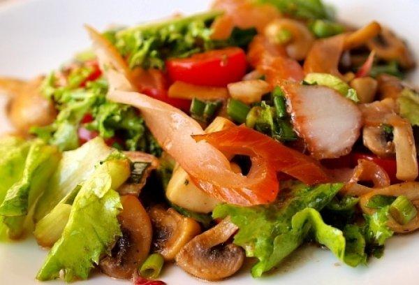 Рецепт                  Овощной салат с куриным филе