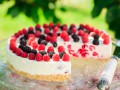 Пирог с малиной и ежевикой