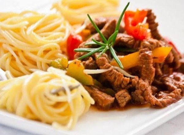 Рецепт                  Спагетти с говядиной и соусом из паприки