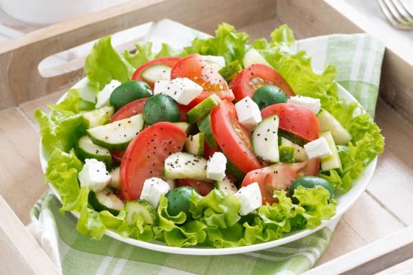 Рецепт                  Салат из огурцов и помидоров с сыром