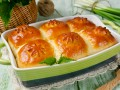 Дрожжевые булочки с творогом и весенней зеленью