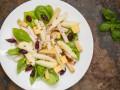 Зимний салат с курицей и грушей