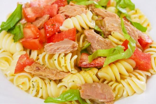 Рецепт                  Салат из пасты, тунца и овощей