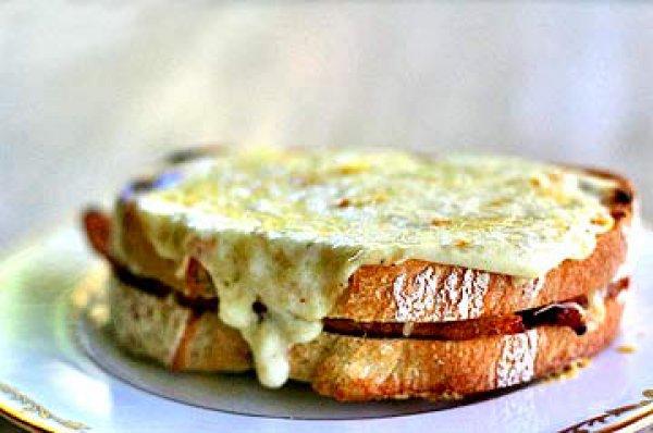 Рецепт                  Сэндвич Крок Месье с ветчиной и сыром