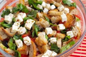 Хлебный салат с фетой