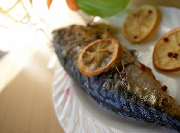 Рецепт                  Скумбрия, запеченная на гриле с лимоном и травами