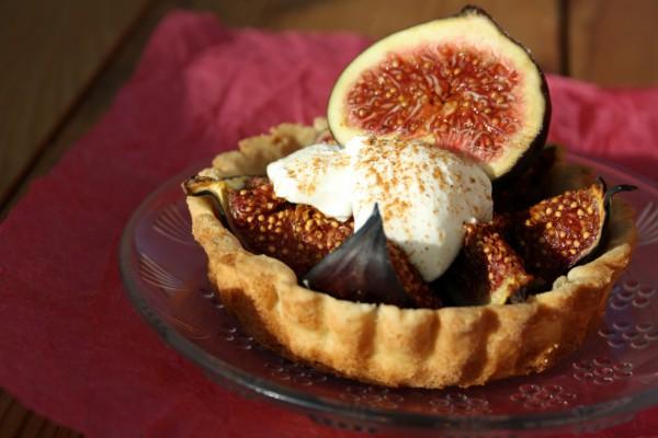 Рецепт                  Корзинки с инжиром и взбитыми сливками
