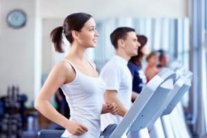 Если твои мышцы и суставы еще не укрепились, занимайся на беговой дорожке в зале