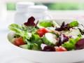 Весенний салат из огурцов и помидоров с фетой