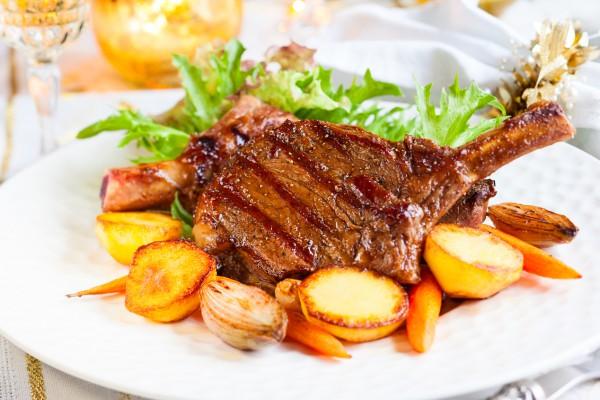 Рецепт                  Свиные отбивные на кости с картофельным гарниром