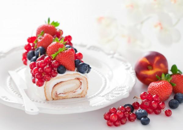 Рецепт                  Бисквитный рулет с клубникой и сливками