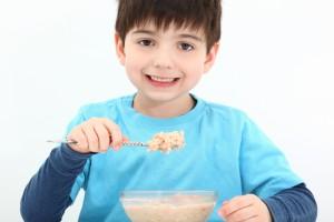 Лучшим завтраком для ребенка-школьника являются каши