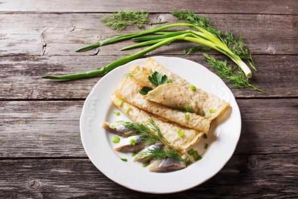 Рецепт                  Блины с сельдью и зеленым сливочным маслом