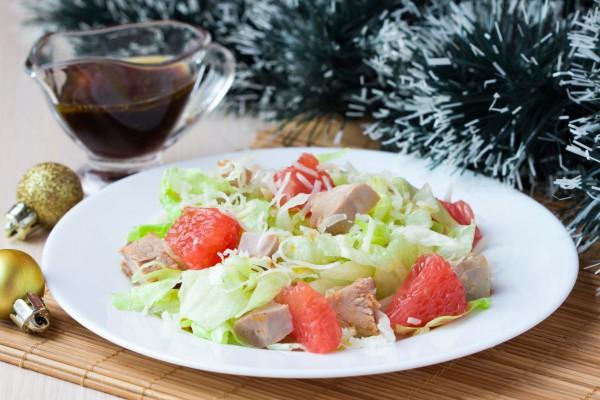 Рецепт                  Новогодний салат из курицы с грейпфрутом