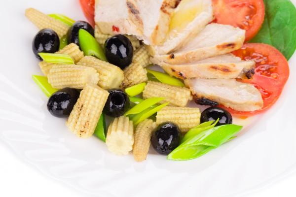 Рецепт                  Салат из курицы с оливками и кукурузой