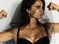 42-летняя Пенелопа Крус похвасталась осиной талией в фотосессии Vogue