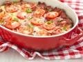 Яичная запеканка с сосисками и помидорами