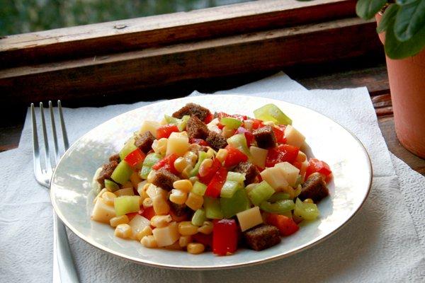 Рецепт                  Салат из перца, сыра и кукурузы