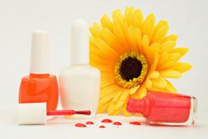 Лак для ногтей – это жидкое вещество, в состав которого входят ингредиенты разного типа.