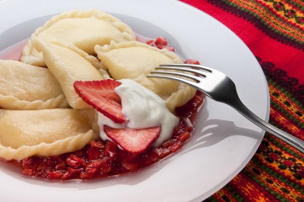 Рецепт                  Вареники с клубникой на пару