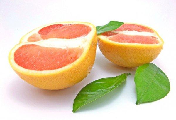 Грейпфрут достаточно быстро портится, поэтому хранить фрукты лучше в холодильнике