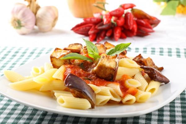 Рецепт                  Макароны с баклажанами в томатном соусе