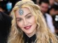 Мадонна порадовала новым снимком удочеренных близняшек из Восточной Африки