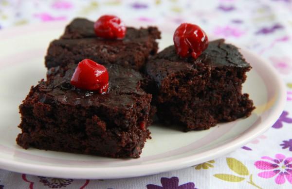 Рецепт                  Брауни из черного шоколада с вишней
