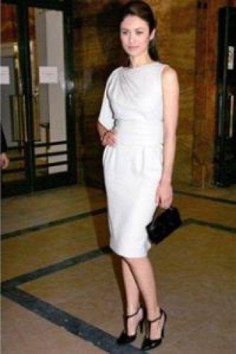 Белое Платье И Синие Туфли