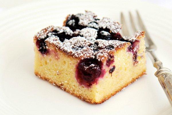 Рецепт                  Брауни из белого шоколада с ягодами
