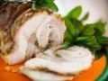 Рулет из свинины с грибами и базиликом