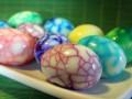 Как приготовить мраморные пасхальные яйца (ВИДЕО)